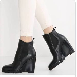 NEW Michael KORS   Black Leather Wedge Ankle Boot